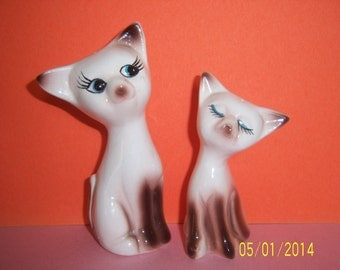 Siamese Cat Salt and Pepper Shakers set -  Feline Salt & Pepper Shakers -  Ceramic Salt and pepper -  Vintage Shakers set