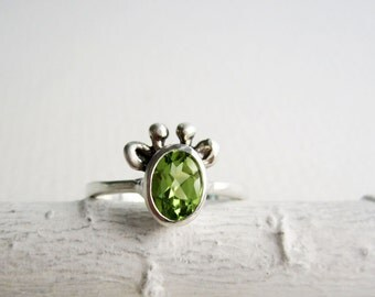 Green Giraffe Ring, Peridot and Sterling Silver