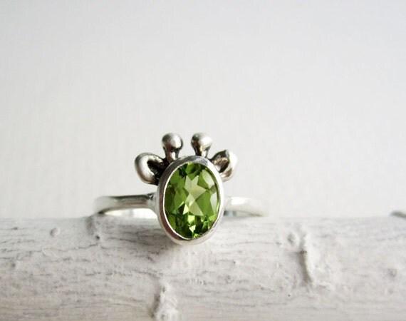 Green Giraffe Ring, Peridot and Sterling Silver