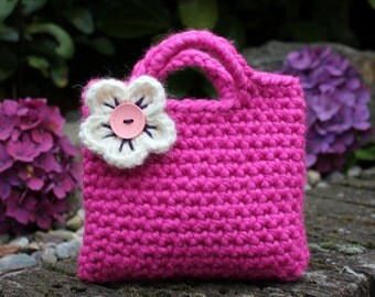 Little Girl Little Purse in bright pink with flower