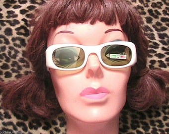 Italian 1950s  Women White Sunglasses - Green Lenses - MADE IN ITALY - New/Old Stock & Tag