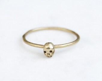 Tiny skull single ring - brass