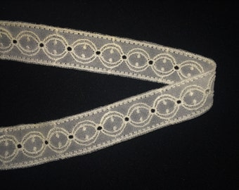 Vintage White/ Light Ivory Nylon Lace, Vintage Lace Trim, Country Lace, Bridal Lace, Vintage Wedding Lace, Vintage Sewing Craft Supplies