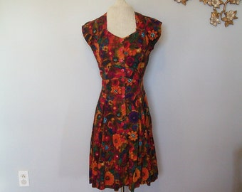 SALE 90's Vintage Sunflower Bohemian Dress- Floral- Geometric- Sweet heart (( Size Medium ))