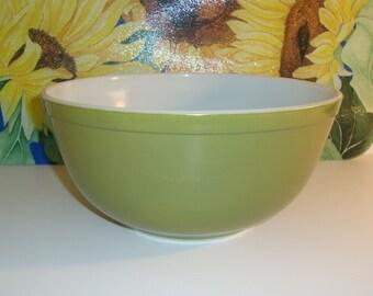 Vintage Pyrex Avocado Green Bowl 2 1/2 Quart Medium