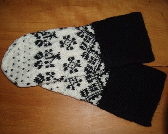 Wool Mittens in a Traditional Swedish Pattern