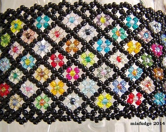 Seed Bead Bracelet Black with Flowers Lilac Buttons