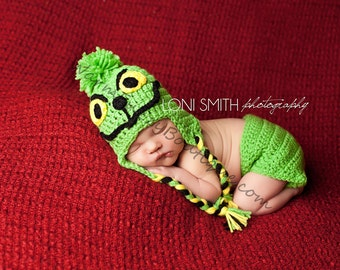 Instant Download PDF Crochet Pattern - No. 21 Baby The Grinch Ear Flap Hat & Diaper Cover Set - 3 Sizes