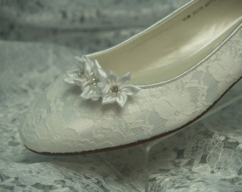 Brides Wedding Lace Shoes, Ivory almost flat heel, 1/2 inch heel, Ivory Lace, Satin Flowers, Ballet Slipper, low heel pump, closed toe