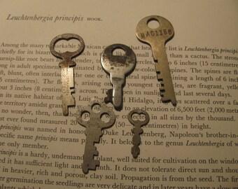 Destash Craft Lot of Keys For Creating Treasures #4