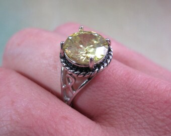 Vintage Costume Ring 6.5 Yellow Stone Silver Tone Glass Party Statement Lemon Filigree Classic