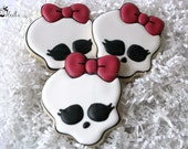 Girl Skull Cookies, Skulls with bows, Girly Skulls, Birthday Cookie favors, Birthday Cookies