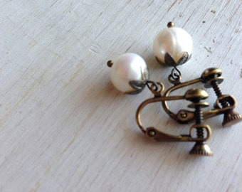 Bridal Clip Ear Clips, Pearl Earrings, Antique brass, Freshwater Pearl Clip On Earrings, Cute Pearl Clip on