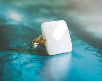 Shell ring/ Natural Shell jewelry/ Square Ring/ beach wedding/ minimalist jewelry/ white jewelry/ hawaii/ mother of pearl
