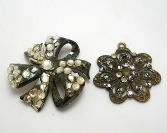 two vintage jewelry pieces - 40mm & 47mm
