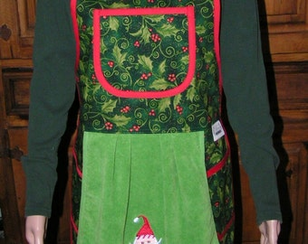 Pretty Holly Christmas Apron - Mary's Harvest Thyme Aprons copyright 1997
