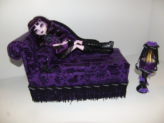 meubles pour monster high dolls chaise la main salon lit. Black Bedroom Furniture Sets. Home Design Ideas