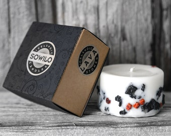Genuine Icelandic Soy Wax Candle. Rowan berries and 2000 years old Lava stones. Apple/cinnamon scent.