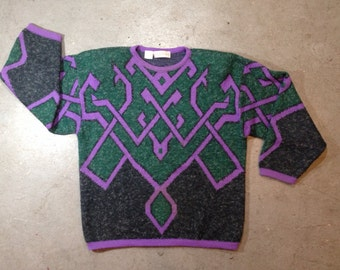 vintage 1980s sweater with geometric knot design. retro clothing. size large.