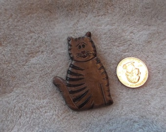 Vtg Pin-Carved Wooden Kitty Cat- P2260