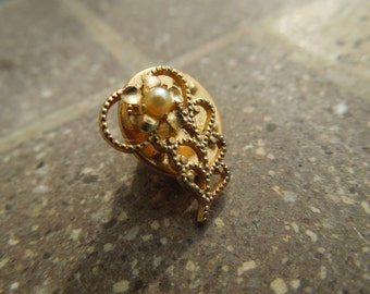 Vintage Flower Pin, Gold Tone with Faux Pearl, Beautiful Condition.
