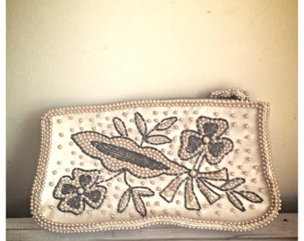 SALE Vintage Ivory beaded and sequined purse / sequin beaded purse / formal purse / beaded clutch / vintage wedding / gift for her
