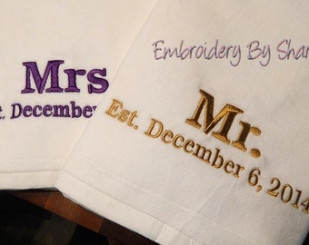 Mr and Mrs. Towels  . Wedding Beach towels . SET OF 2 Weddings gifts , Anniversay gifts .  Personalized Gifts . Beach Towels