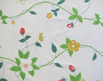 Vintage Sheet Fabric Fat Quarter - Strawberry Blossoms
