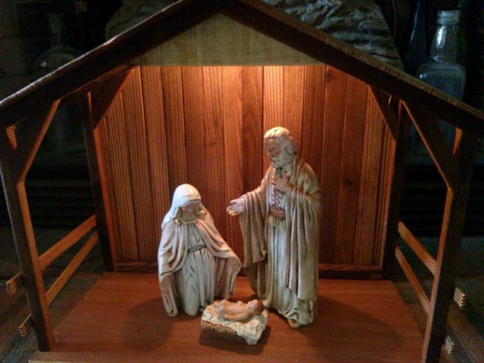 Wooden nativity stable creche reclaimed by themomandpopwoodshop