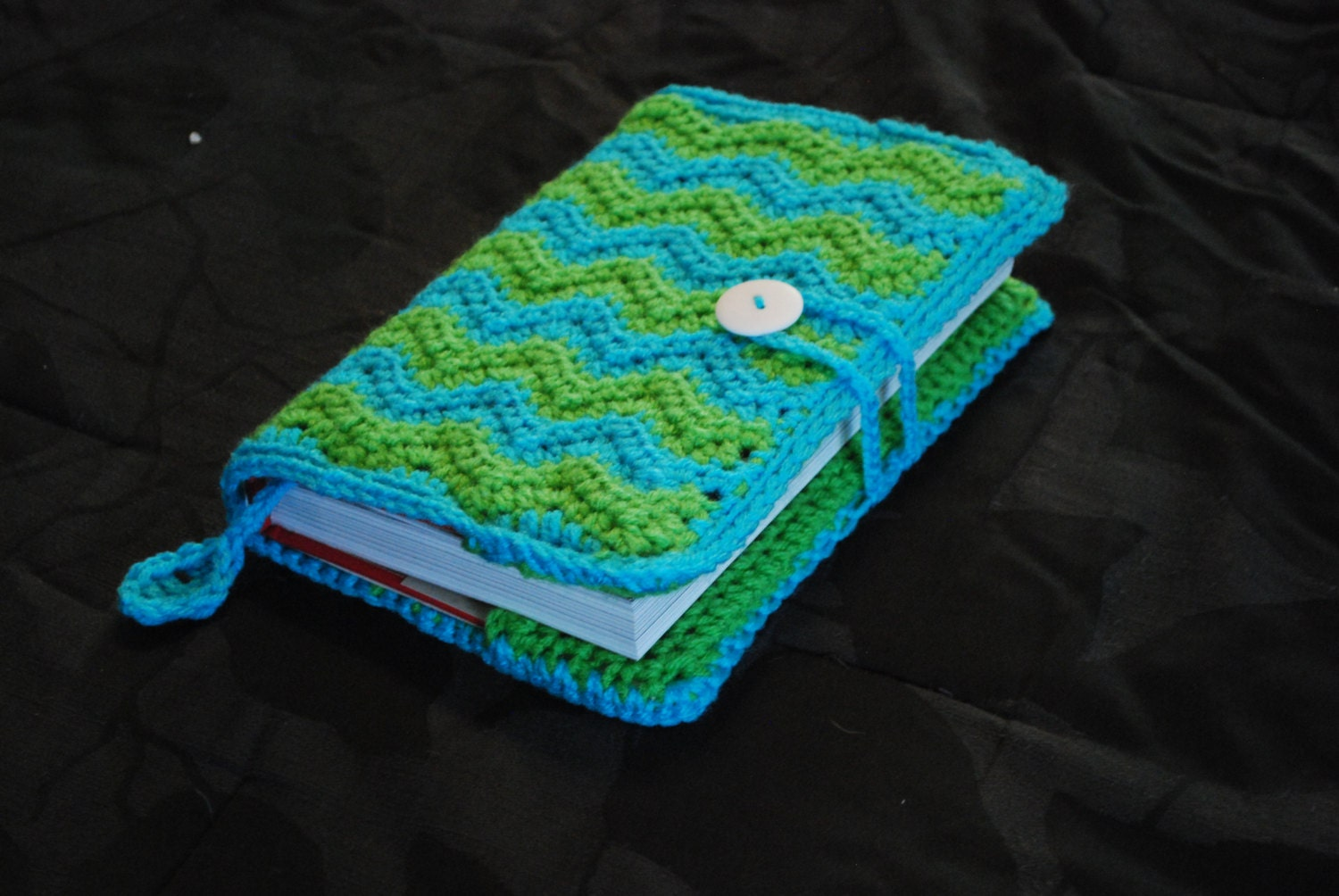 Crochet Book Cover Pattern Free : Crochet book cover chevron pattern with loop and button