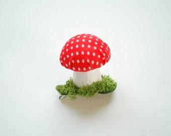 cute red toadstool mushroom, alligator hair clip, girls accessories, hair pin, geekery, woodland wedding, birthday party, woodland party