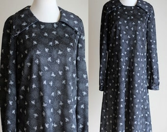 SALE: Vintage 70s Floral Print Midi Dress - Long Sleeve Black and White Long Loose Shirt Dress - Modest Printed Day Dress - Size Large / XL