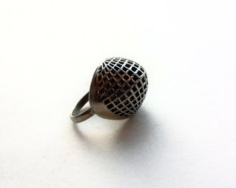 Vintage Mid Century Silver Raised Oval Grid Dome Ring
