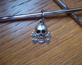 Skull stitch marker pirate needle us 15 metric 10mm