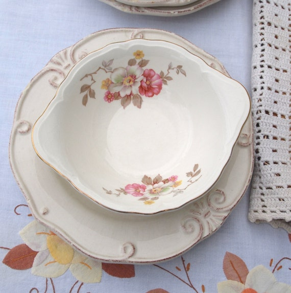 Vintage Knowles Pretty Floral Small Bowls -Set of 4 Circa 1950 - USA