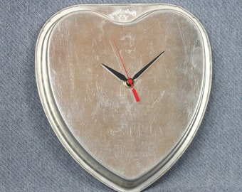Vintage Upcycled Heart Metal Baking Tin Wall Clock Home Decor Kitchen Housewarming Gift Clocks -- Free Priority Shipping Included