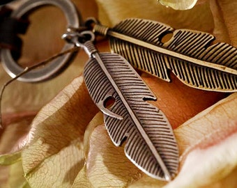 DARKWHISPER Antique Alloy Feather & Cattlehide Leather Handmade Necklace