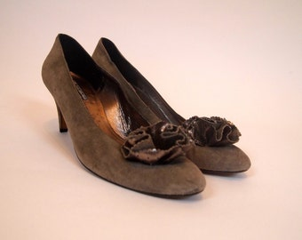 Vintage 1980s designer Givenchy Paris grey and silver suede leather heels with ruffle detail on toe size 6