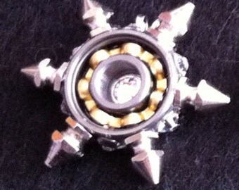 6 spike bearing necklace
