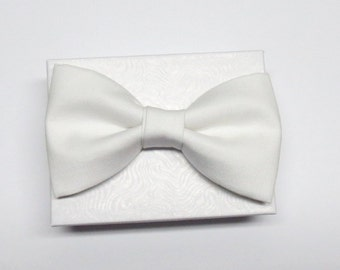 GLOW In The Dark Clip On Bow Tie ~ Halloween ~ Costumes