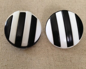 Black and White Stripe Vintage Clip On