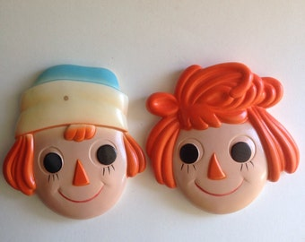 Vintage 1970s Raggedy Ann and Raggedy Andy Chalkware chalk art