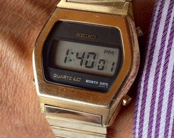 Early 1977 Seiko LCD gold-tone men's vintage Quartz digital watch