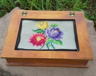 BEAUTIFUL Vintage Shabby Victorian Floral Needlepoint Keepsake Jewelry Wood Box
