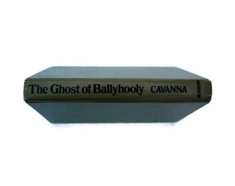 The Ghost of Ballyhooly, 1971, Vintage Ghost book, green