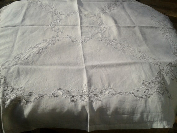 Antique 1900 's Handmade French Linen Tablecloth Matching 10 Napkins Set - Wreath Embroidery - Cut Work - Heavy Worked - White - 4/6 persons