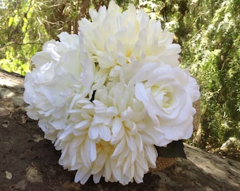 Bridesmaid bouquet in cream and white trimmed with burlap