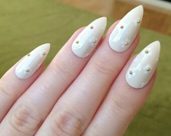 Daisy fake nails, Nail designs, Nail art, Nails, Stiletto nails, Acrylic nails, Pointy nails, Fake nails, False nails