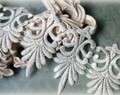 Tresors   White  Venice Lace Trim for Appliques, Altered Art, Costumes, Lace Jewelry, Headbands, Sashes, Sewing, Crafts GL-107