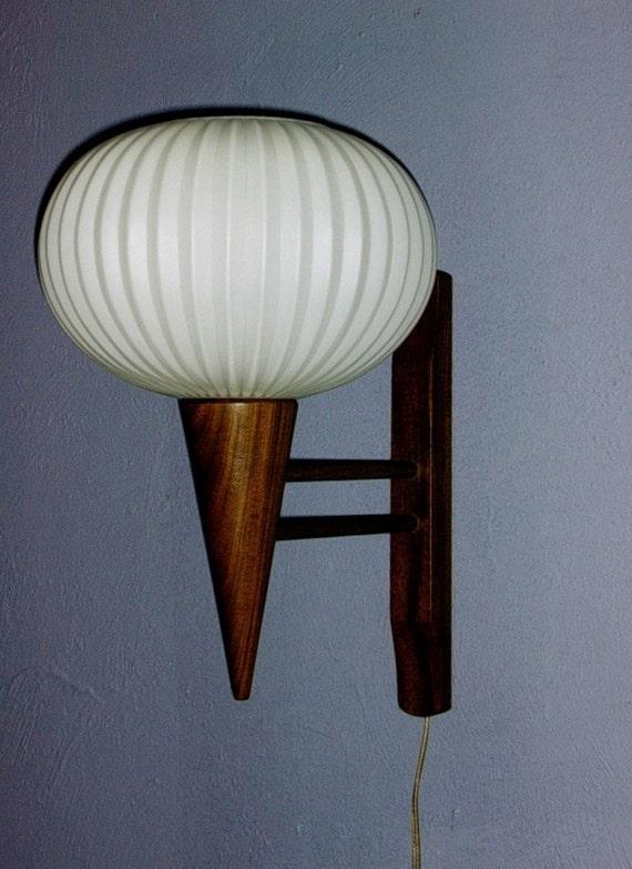 Mid Century Danish modern wall lamp / light sconce in teak and